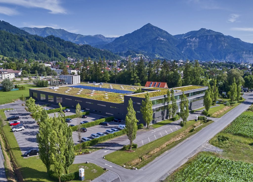 Bei Robotunits in Österreich entstehen komplexe Güter (unten) für den industriellen Einsatz. Mit einem gut gepflegten Konfigurationstool können sich Kunden ihre Lösungen dennoch eigenhändig zusammenstellen.