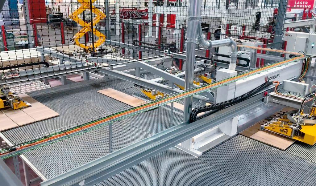 Verringerter Flächenbedarf, schlankere Abläufe: Das überarbeitete Rundlaufkonzept erlaubt eine nahezu ununterbrochene Aktivität der Säge bei gleichzeitig reduziertem technischen Aufwand.