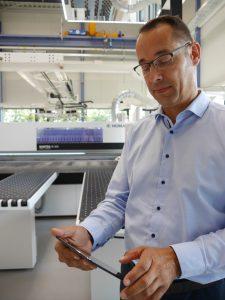 """""""intelliOptimizer Stacking macht Robotersägen fürs Handwerk noch besser und wirtschaftlicher"""", sagt Arne Mömesheim."""