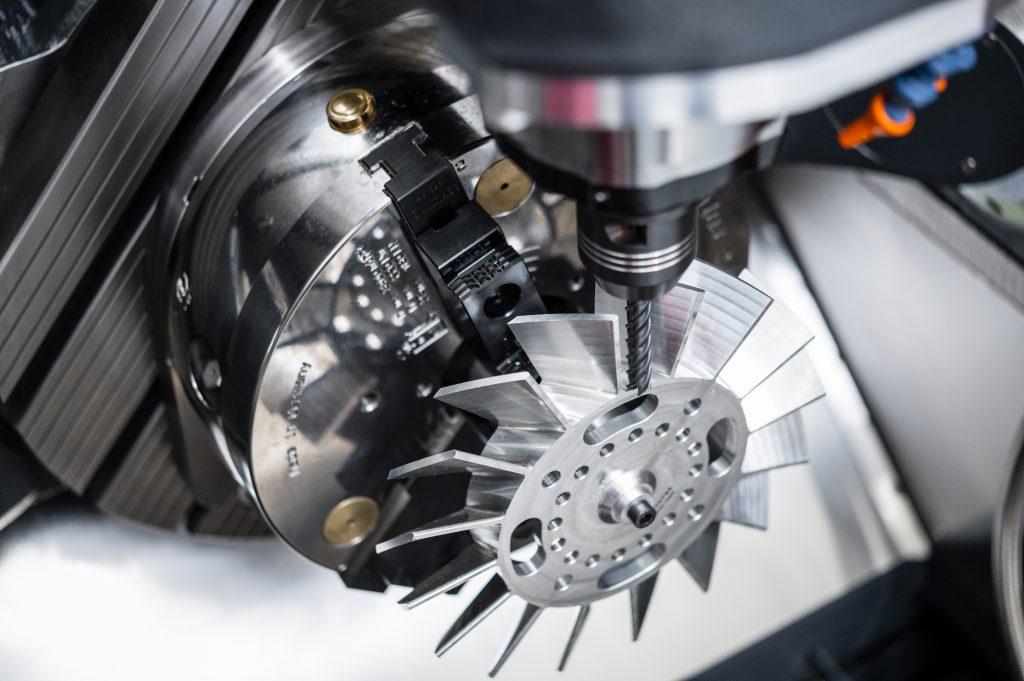 Bis zu 300kg Aufspanngewicht und ein Störkreisdurchmesser von 550mm sind auf der Acura50 möglich.