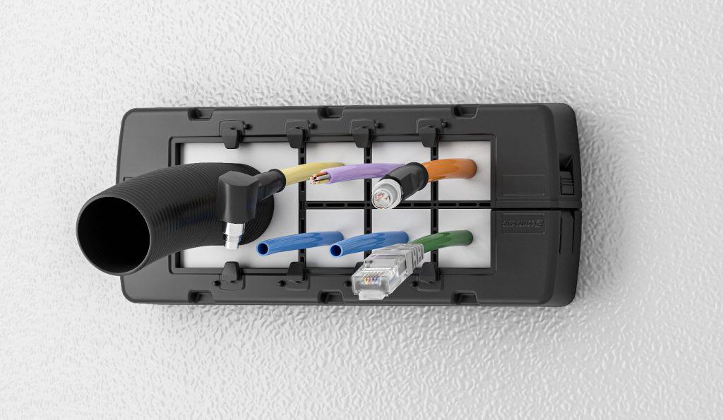 Bild 2 | Das neue Kabeldurchführungssystem KDSI zur Bestückung und Verkabelung/Verschlauchung von der Schaltschrankaußenseite