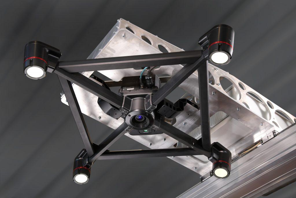 Durch ein roboterunabhängiges 3D-Kamerasystem auf separater Linearachse lässt sich eine kurze Taktzeit erreichen.