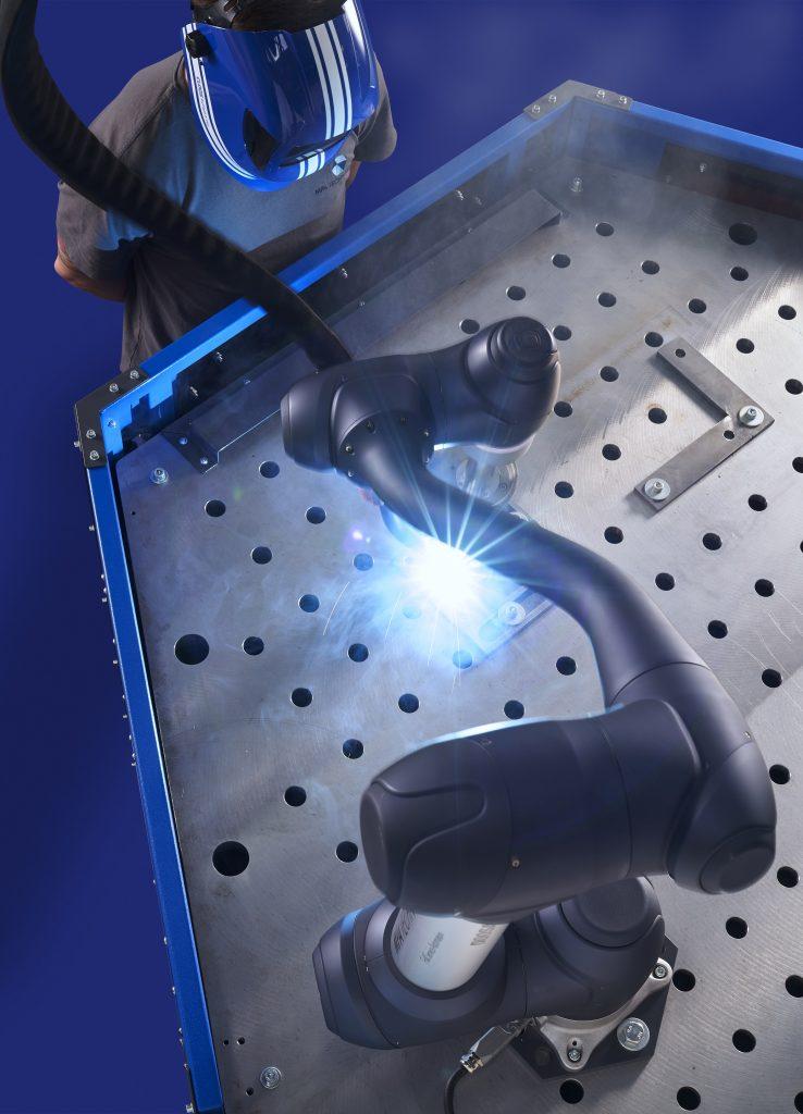 Das Cobot-Welding-System von Cloos bietet einen einfachen Einstieg in das automatisierte Schweißen.