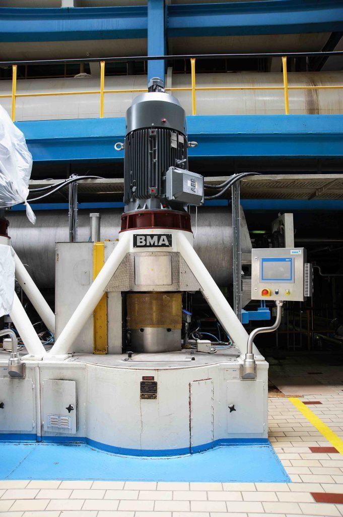 Den hohen Sicherheitsanforderungen von Zuckerzentrifugen werden die ABB-Umrichter ACS880 durch das Safety-Modul FSO-12 gerecht.