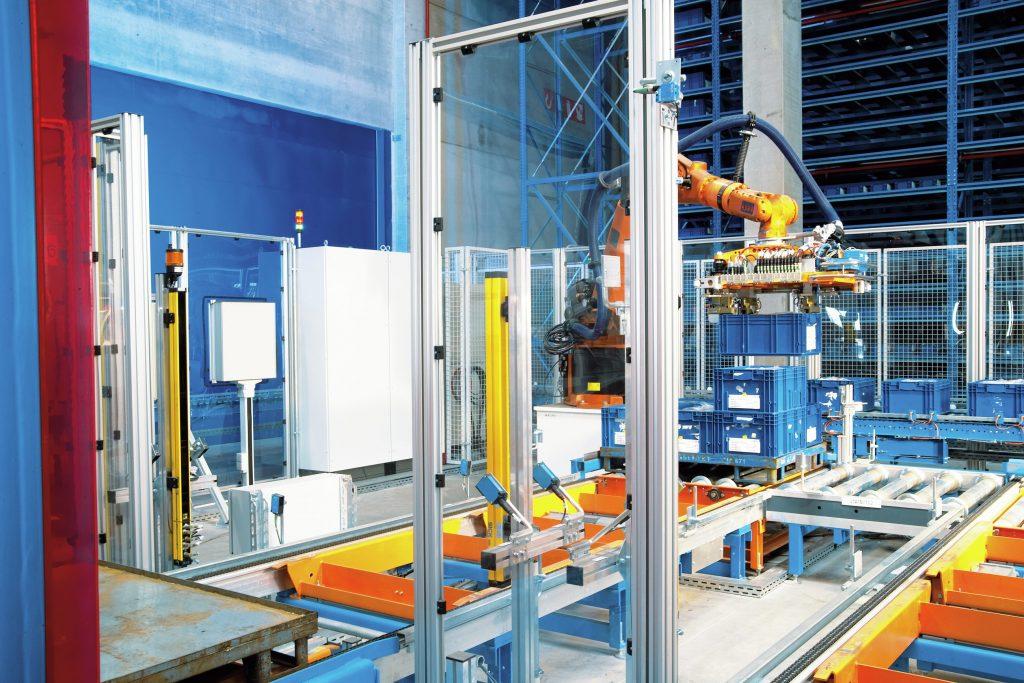Zentrales Element der Depalettierungslösung ist ein Knickarmroboter, der mit dem 3D-Vision-Sensor Visionary-T von Sick ausgestattet ist.
