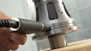 Vorteile der RFID-Technologie sind die Vermeidung des Einbaus falscher Komponenten, automatisches Einlesen und Übertragen der Komponentendaten an die Maschine und das Vermeiden von Fehleingaben.