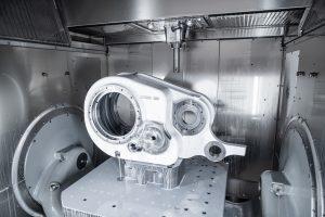 Mit dem Bearbeitungszentrum C 62 U kann Humbel nun auch die Gussgehäuse der Bahngetriebe bearbeiten.