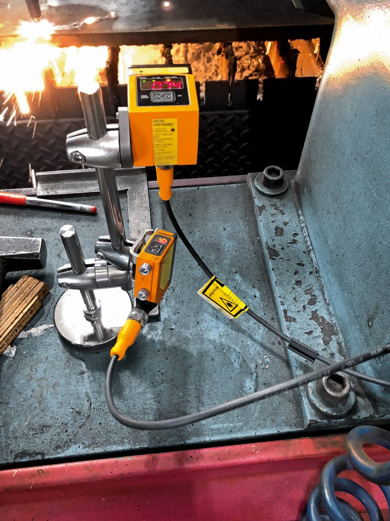 IFM-Sensoren erfassen, ob Maschinen arbeiten oder sich im Wartezustand befinden.