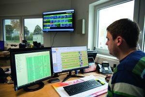 Der CNC-Maschinenpark umfasst 57 Maschinen. Mit der MES-Software behält der Planer dennoch stets den Überblick.