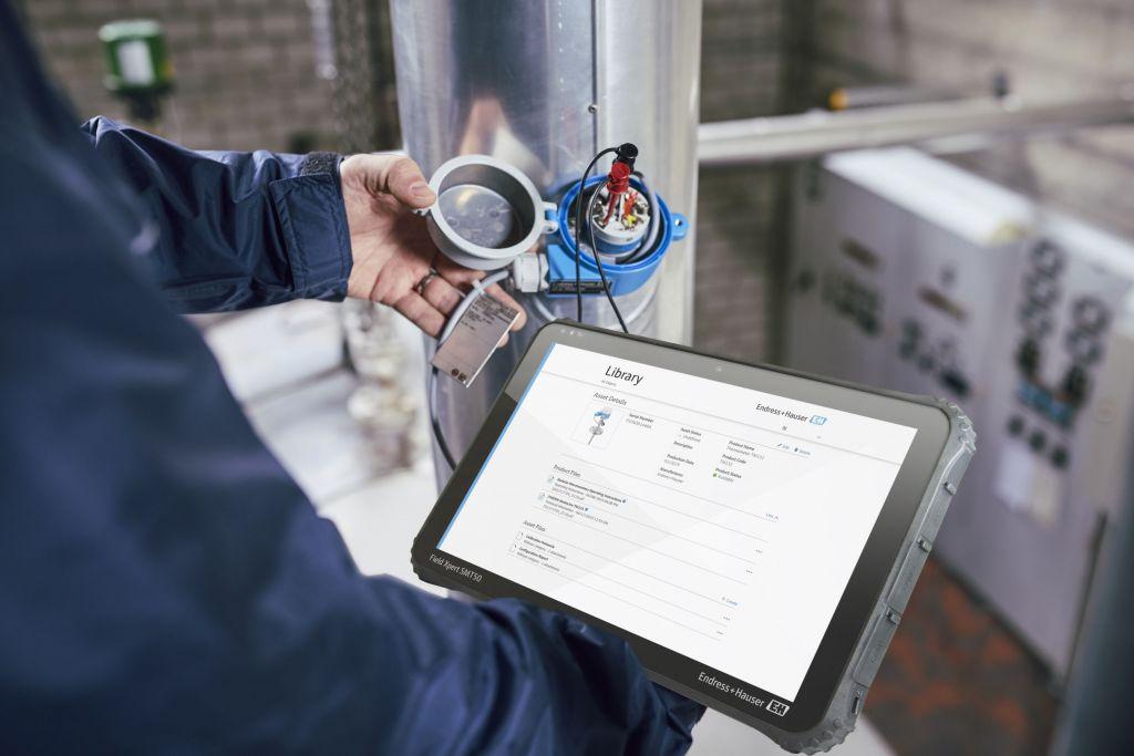 Das Industrie-Tablet Field Xpert ist als Ex- und Nicht-Ex-Version verfügbar. Mit Bluetooth Technology kann es eine direkt Datenverbindung zu Messgeräten aufbauen und bietet so wertvolle Hilfe bei der Instandhaltung von Anlagen.
