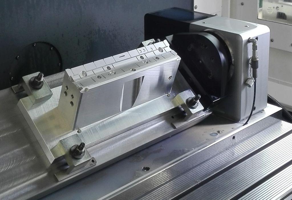 Gefräster Presskaschierstempel für eine Automobilinnenverkleidung
