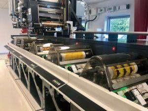 Jede der sechs Druckeinheiten der Etikettendruckmaschine von Nilpeter wurde mit einer Vision-Kamera von B&R ausgestattet. Mit einer Ausschussreduzierung um 50 Prozent trägt das Vision-System erheblich zur Ertragssteigerung bei.