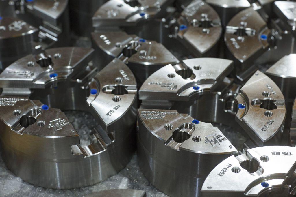 Die SMW-Autoblok-Gruppe zählt zu den führenden Herstellern von Spannsystemen für Dreh-  und Fräsmaschinen und unterhält Fertigungsstätten in Italien und Deutschland sowie Tochtergesellschaften weltweit.