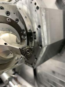 Aufgrund der Umstellung auf High Dynamic Turning (HDT) erzielte Ceratizit in Besigheim beim Fertigen von Grundkörpern für Wendeplattenbohrer erhebliche Einspareffekte.