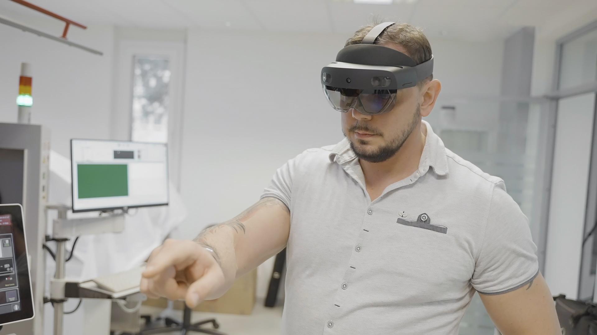 Hilpert Eletronics testet Mixed-Reality-Brille von Microsoft im Service