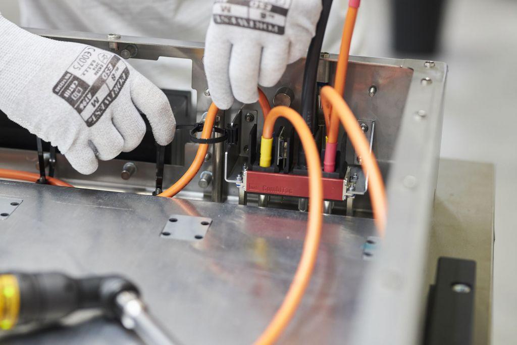Konfektionierte CombiTac-Steckverbinder als fertig geprüfte Baugruppe lassen sich schnell und fehlerfrei einbauen.