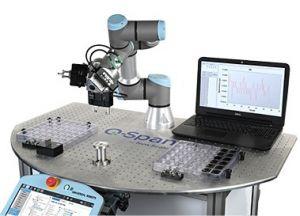 Die Q-Span Workstation von Scientific Instruments kombiniert UR-Roboter mit dem Greifer NSR-PG.