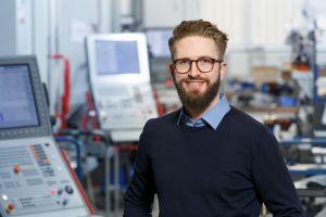 """Marco Bauer, Gründer und Geschäftsführer der BAM GmbH: """"Wir trauen uns, außergewöhnliche Wege zu gehen. Egal, ob es sich um ein Bauteil in Metall oder Kunststoff, komplexe Maschinen oder digitale Lösungen für die Fertigungsbranche handelt."""""""