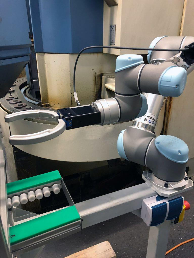 Zimmer-Greifer an einem Roboter des Anbieters Universal Robots (UR).