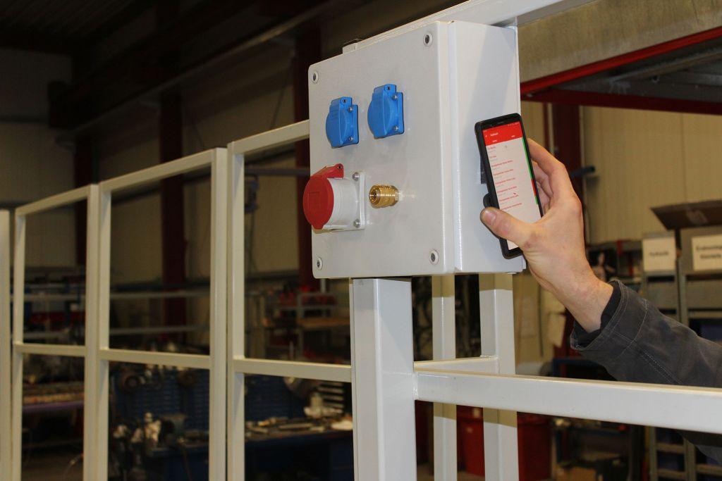 Per NFC-Schnittstelle ist sofort erkennbar, welcher Sensor ein Problem meldet.