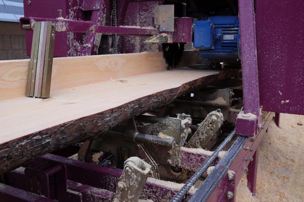 Bei bestimmten Produktionsschritten in holzverarbeitenden Betrieben und insbesondere bei der Herstellung von Holzpellets entstehen gefährliche Mengen an Holzstaub.