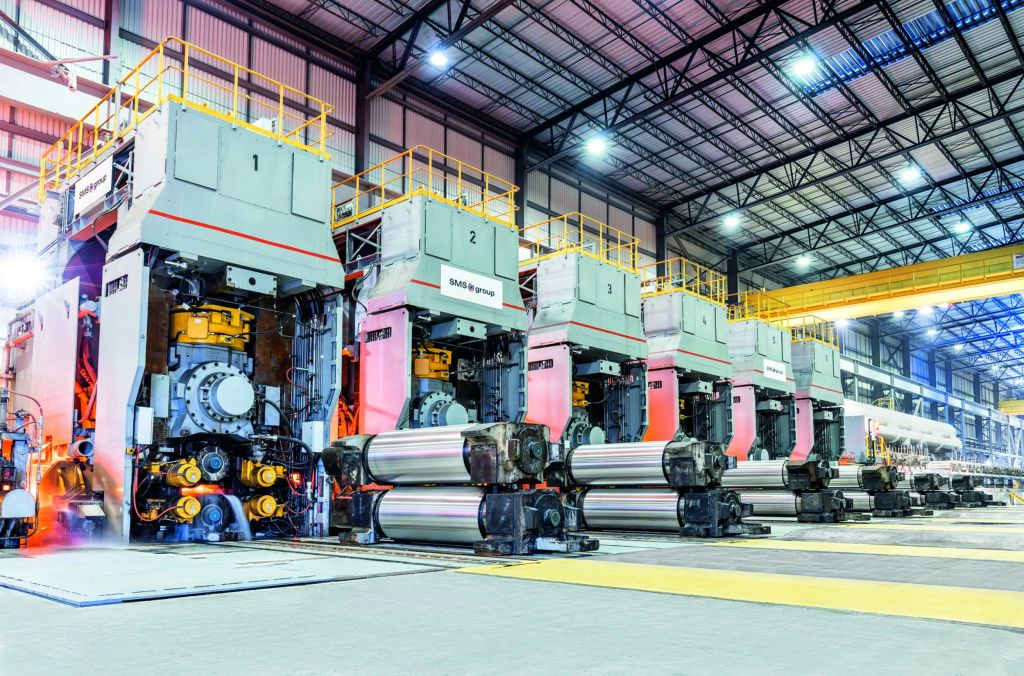 Moderne Walzstraße: Damit die Produktion einwandfrei funktioniert,  müssen die Prozesse in den Walzwerken reibungslos ineinandergreifen.