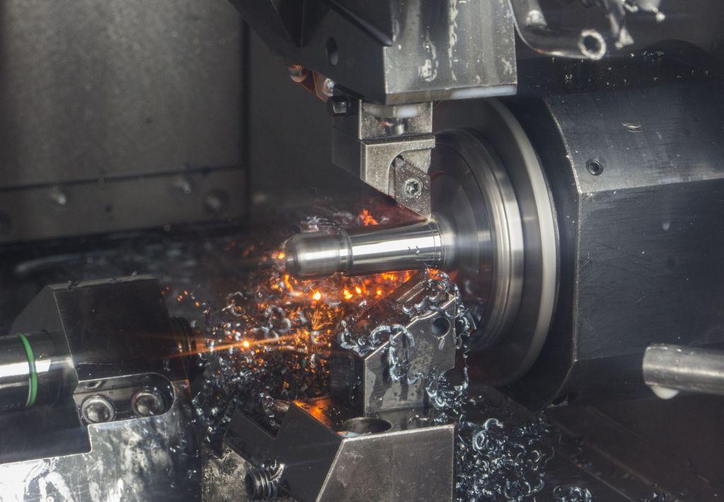 In der hauseigenen Produktion setzt August Steinmeyer mit neuen Fertigungstechnologien auf Präzision und Effizienz – wie hier beim Hartdrehen der Zapfen.