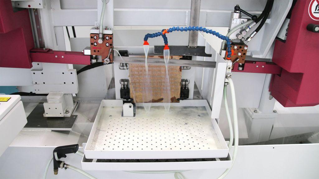 Die Horizontalbandsäge HBE320-523 3D kommt bei Ohnhäuser für das Trennen additiv gefertigter Bauteile zur Anwendung.