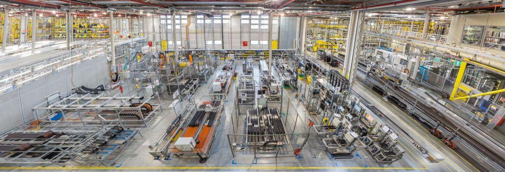 Im 3.800m³ großen Igus-Testlabor werden alle Chainflex- Leitungen in Dauertests geprüft.