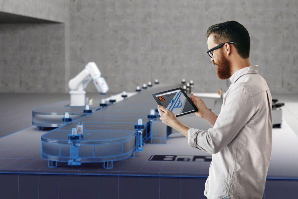 Der digitale Zwilling begleitet eine Maschine ihr Leben lang - von der Entwicklung über die Inbetriebnahme bis hin zum laufenden Betrieb. Darüber hinaus bildet er die Basis für zusätzliche Funktionen und für die Weiterentwicklung der Maschine.